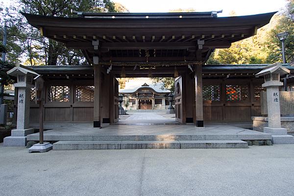 針名神社門と拝殿