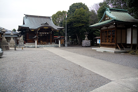 片山八幡神社社殿と境内