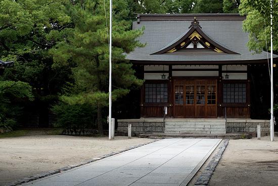 築地神社拝殿と境内