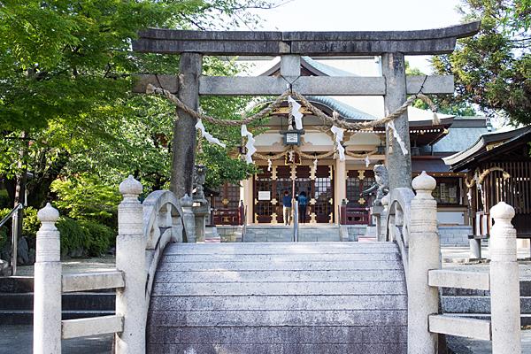 植田八幡社太鼓橋と鳥居と拝殿