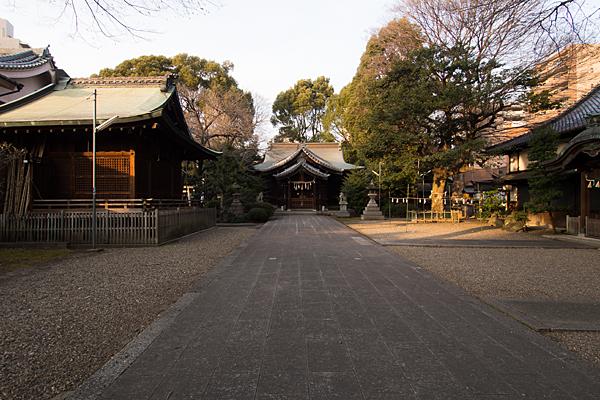 日置神社境内と社殿