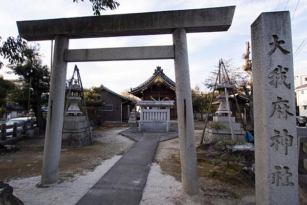 大我麻神社鳥居と拝殿