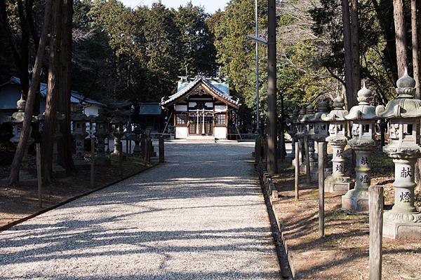 諏訪社参道と拝殿