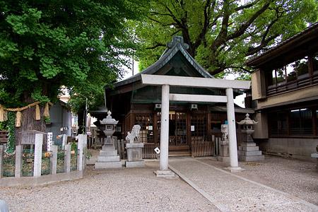 金山神社境内と拝殿