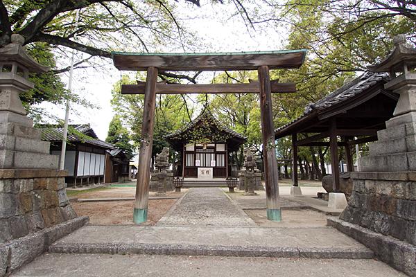 四番町神明社鳥居と拝殿